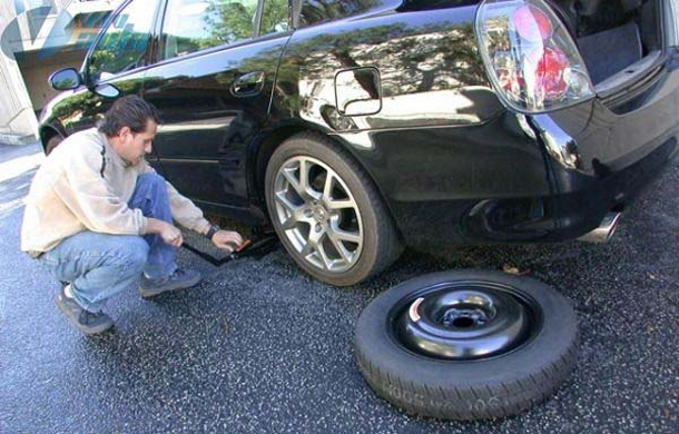 Đặt lốp dưới gầm xe